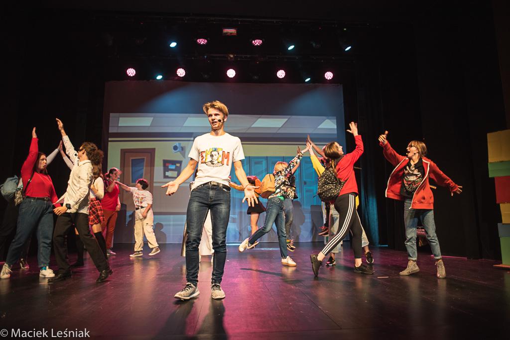 """www WrzucNaLuz 061 - Po premierze: Młodzi kołobrzeżanie w musicalu """"Wrzuć na luz"""" (ZDJĘCIA)"""