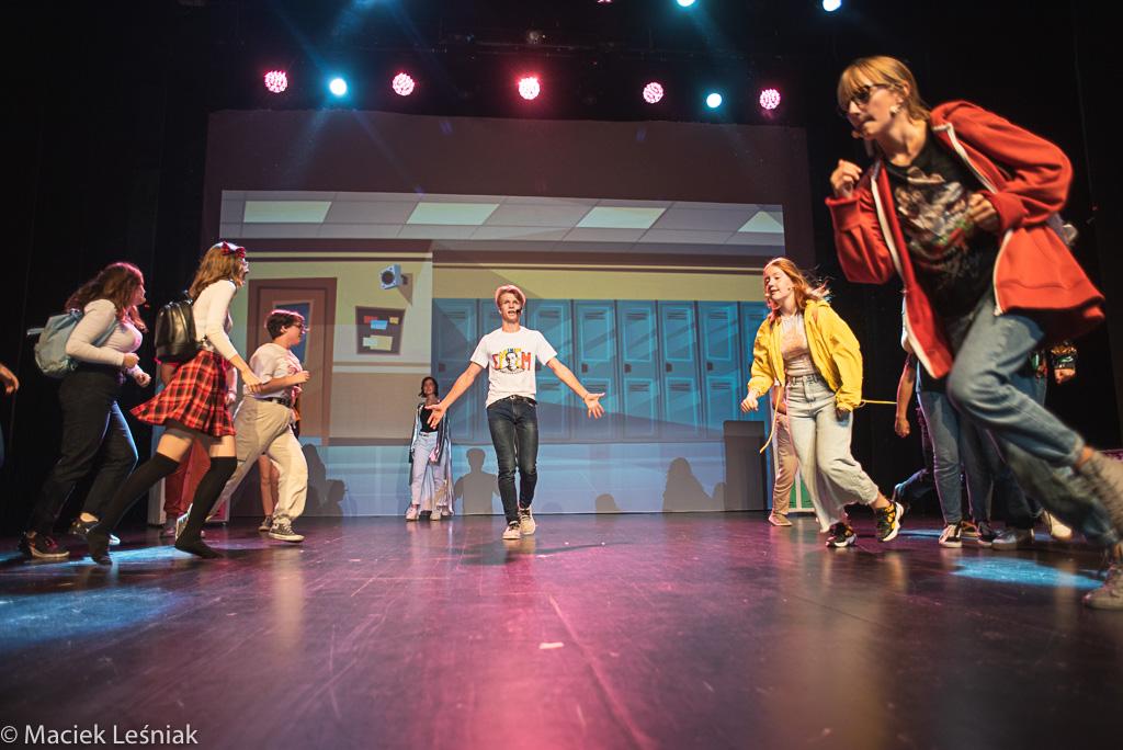 """www WrzucNaLuz 062 - Po premierze: Młodzi kołobrzeżanie w musicalu """"Wrzuć na luz"""" (ZDJĘCIA)"""