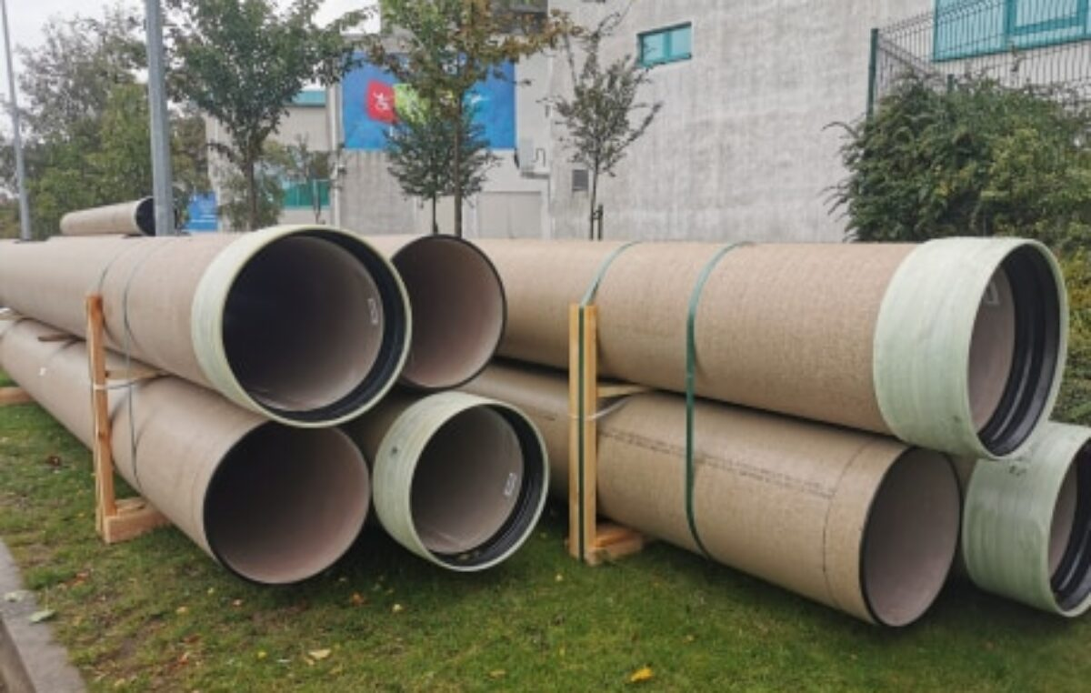 Przy hali Milenium zwożone są materiały budowlane. Lada dzień ruszają prace