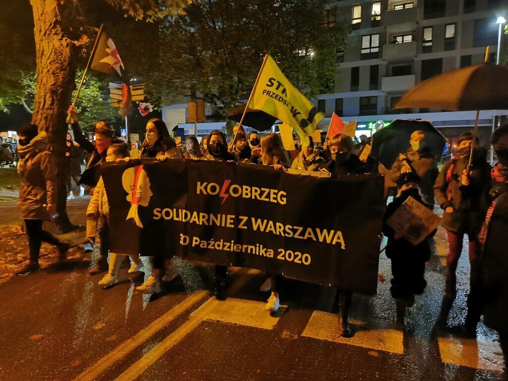 pr13 1024x768 - Kołobrzeg solidarnie z Warszawą. Kolejny marsz przeciwników orzeczenia TK ws. aborcji (ZDJĘCIA, WIDEO)
