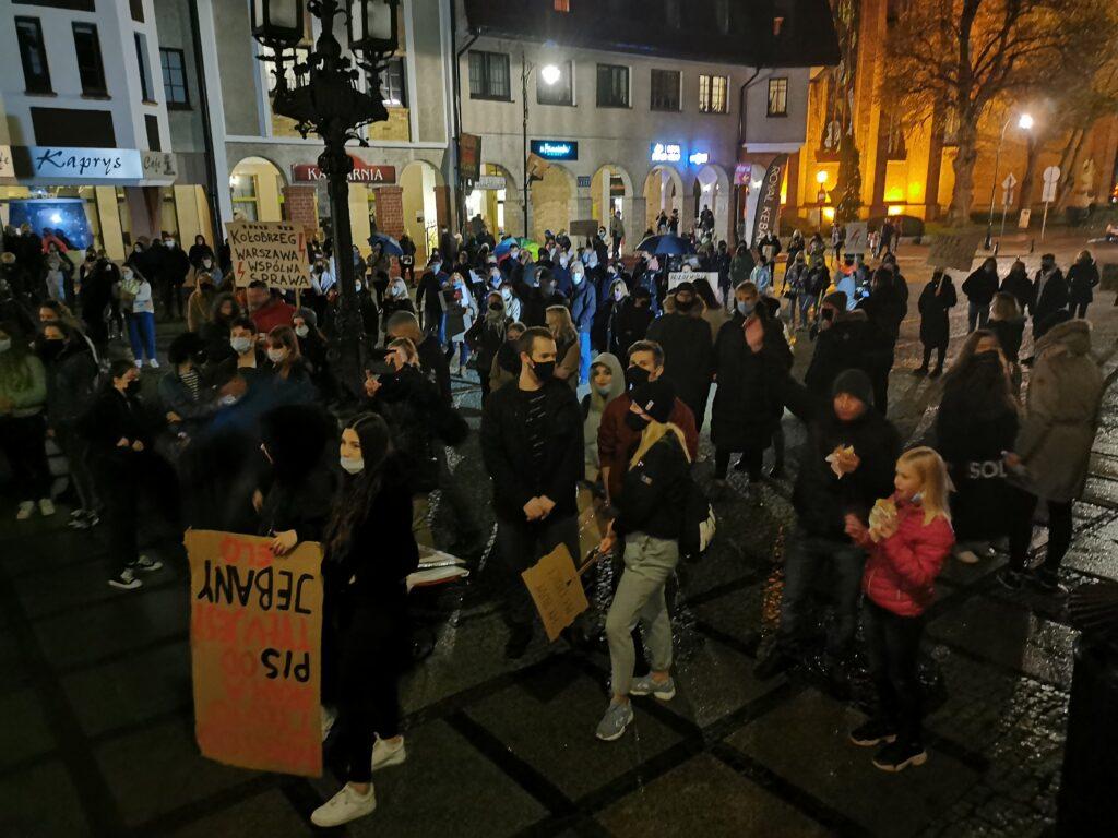 pr6 1024x768 - Kołobrzeg solidarnie z Warszawą. Kolejny marsz przeciwników orzeczenia TK ws. aborcji (ZDJĘCIA, WIDEO)