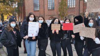 Protest przeciwko orzeczeniu Trybunału Konstytucyjnego ws. aborcji (przy katedrze)