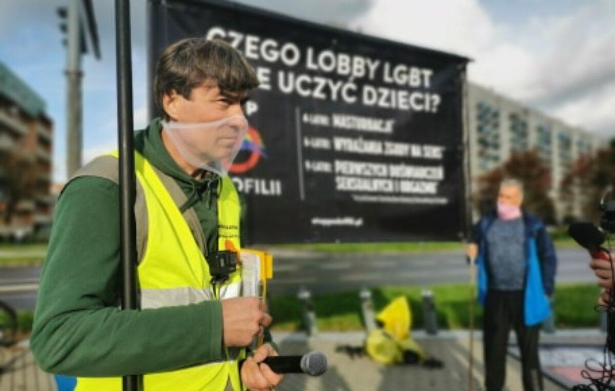 """Akcja przeciwko LGBT i aborcji. """"Co ma wspólnego LGBT z pedofilią?"""" – pytali młodzi ludzie (ZDJĘCIA, WIDEO)"""