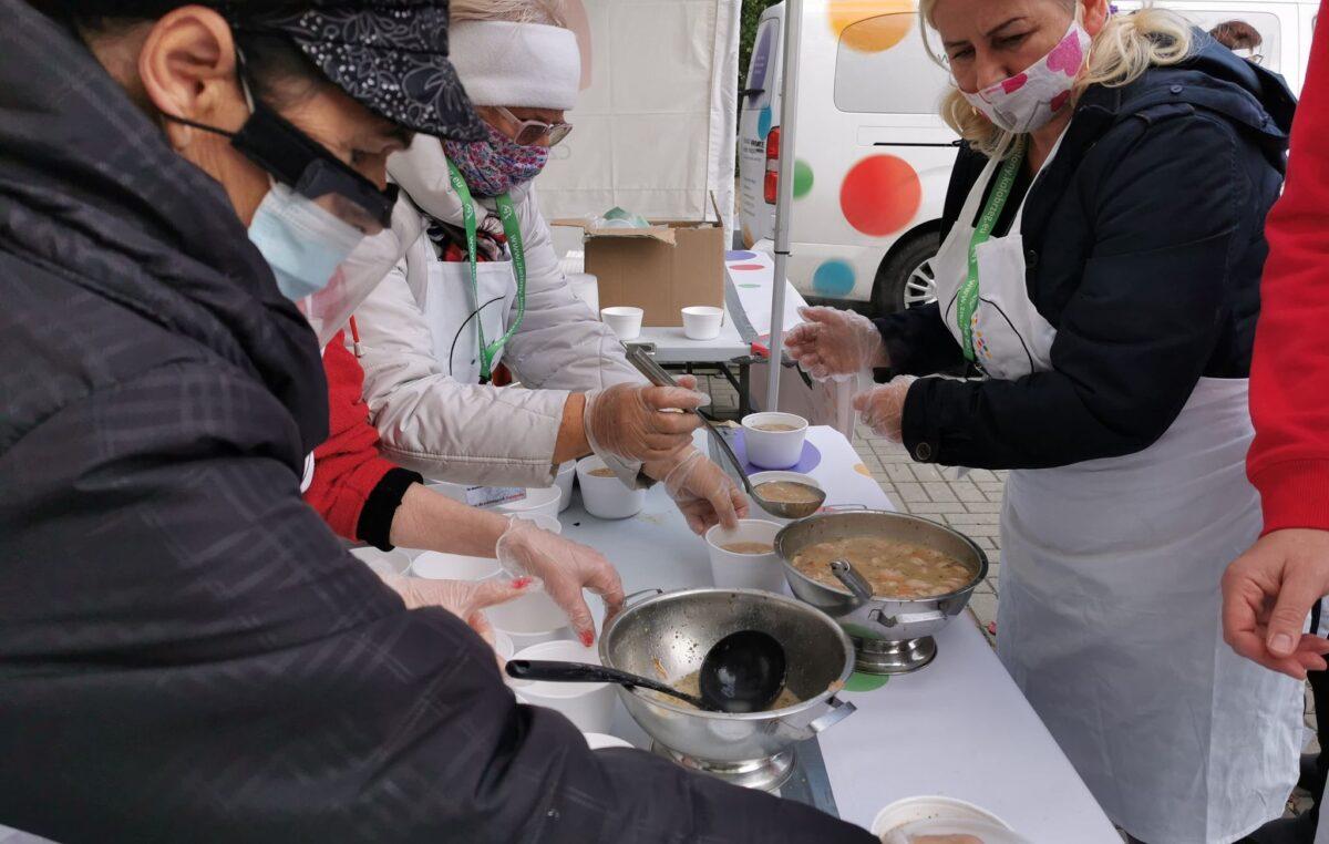 Rozdano 700 porcji żurku w ramach II Kołobrzeskich Obchodów Światowego Dnia Walki z Głodem