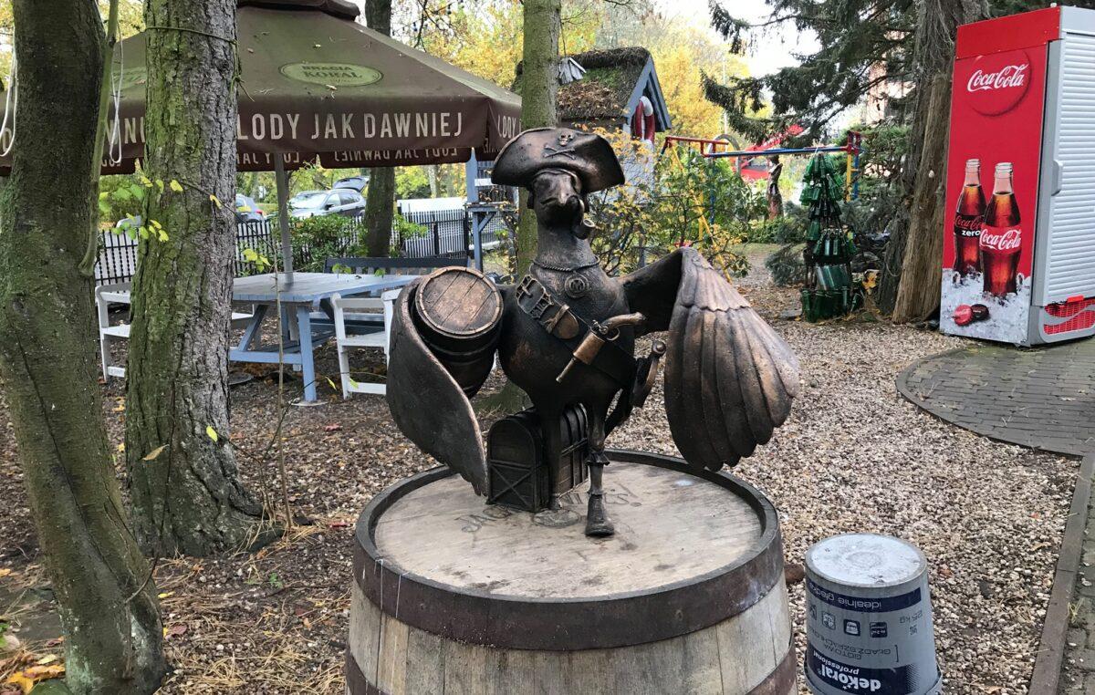 Marian Pirat z beczką rumu przysiadł przy Poznaniance