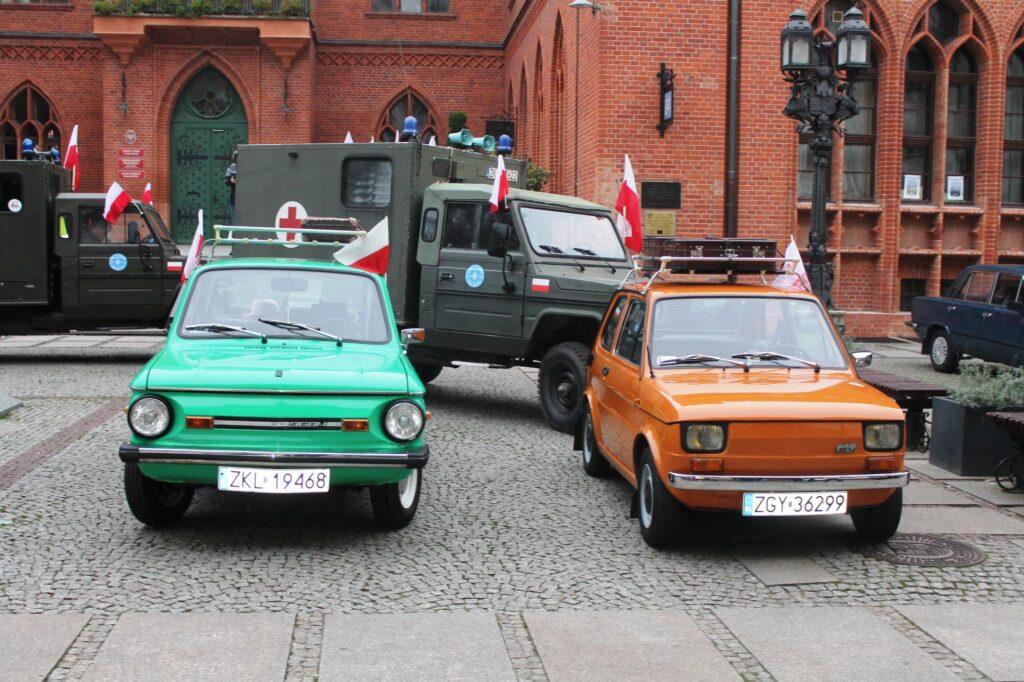 moto 1024x682 - Święto Niepodległości. Te zabytkowe auta były świadkami niejednej historii...