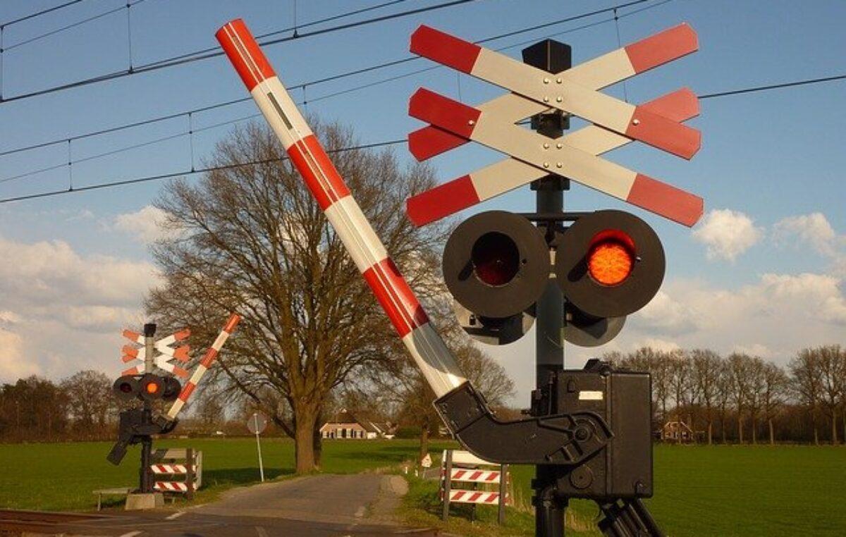 PKP likwiduje bądź zmienia kategorię 4 przejazdów kolejowych