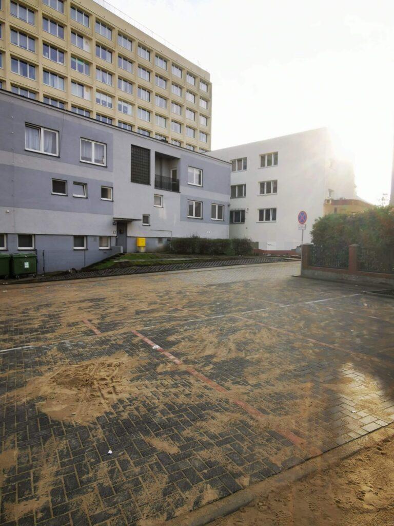 remont 2 768x1024 - Modernizacja podwórka przy ul. Wojska Polskiego dobiega końca