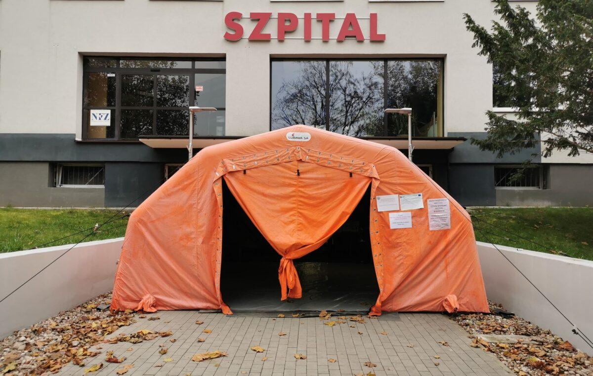 Dwa szpitalne oddziały wracają do normalnej pracy. Wyniki testów na COVID-19 dały wynik negatywny