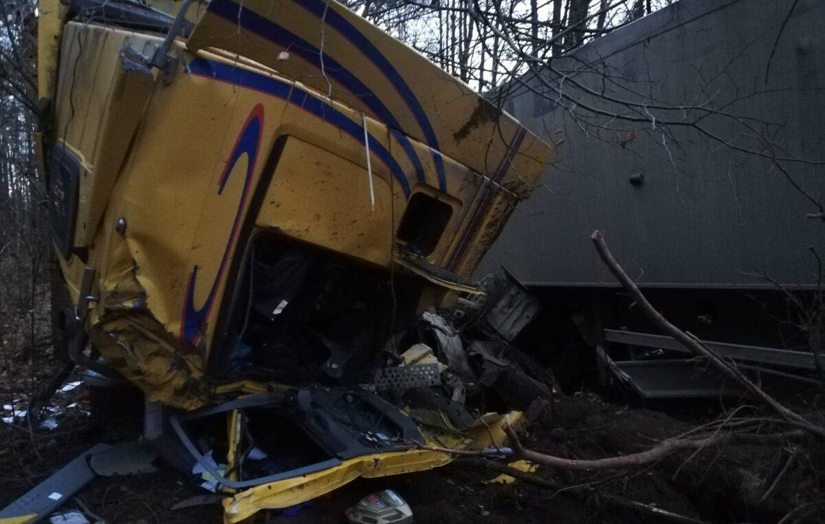 W ostatnich dniach 12 kolizji i 1 wypadek. Policja apeluje: uważajcie i dostosujcie technikę jazdy do pogody!