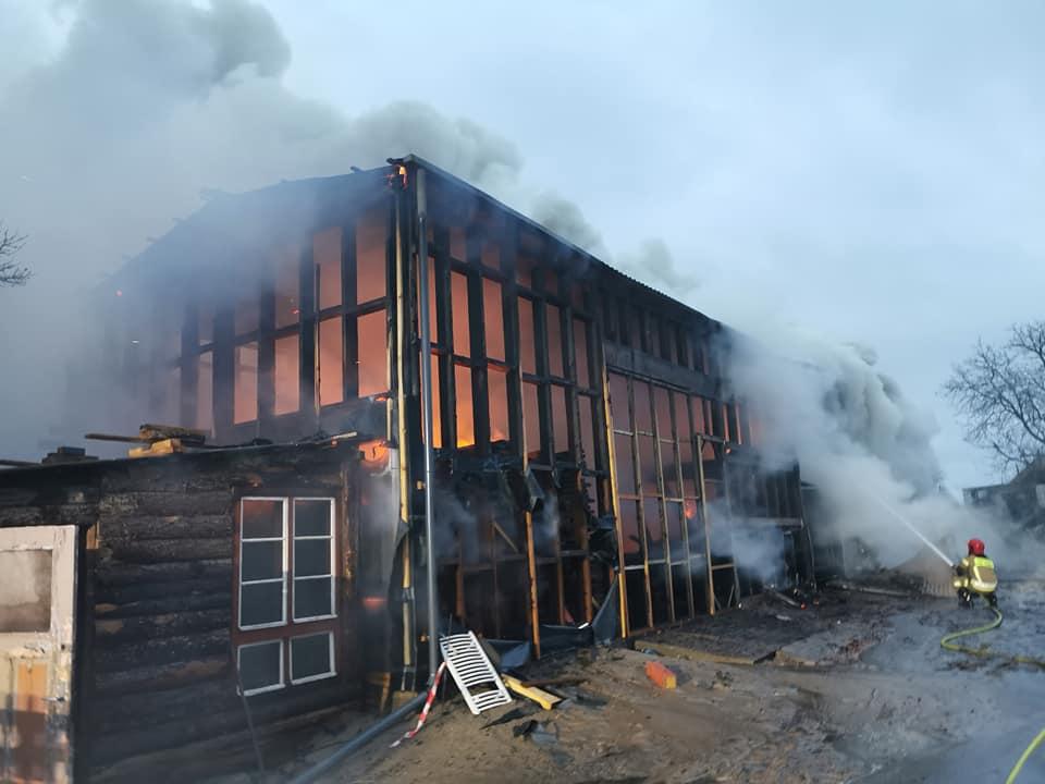 pozar2 1 - Spłonął tartak w Stramnicy (ZDJĘCIA)