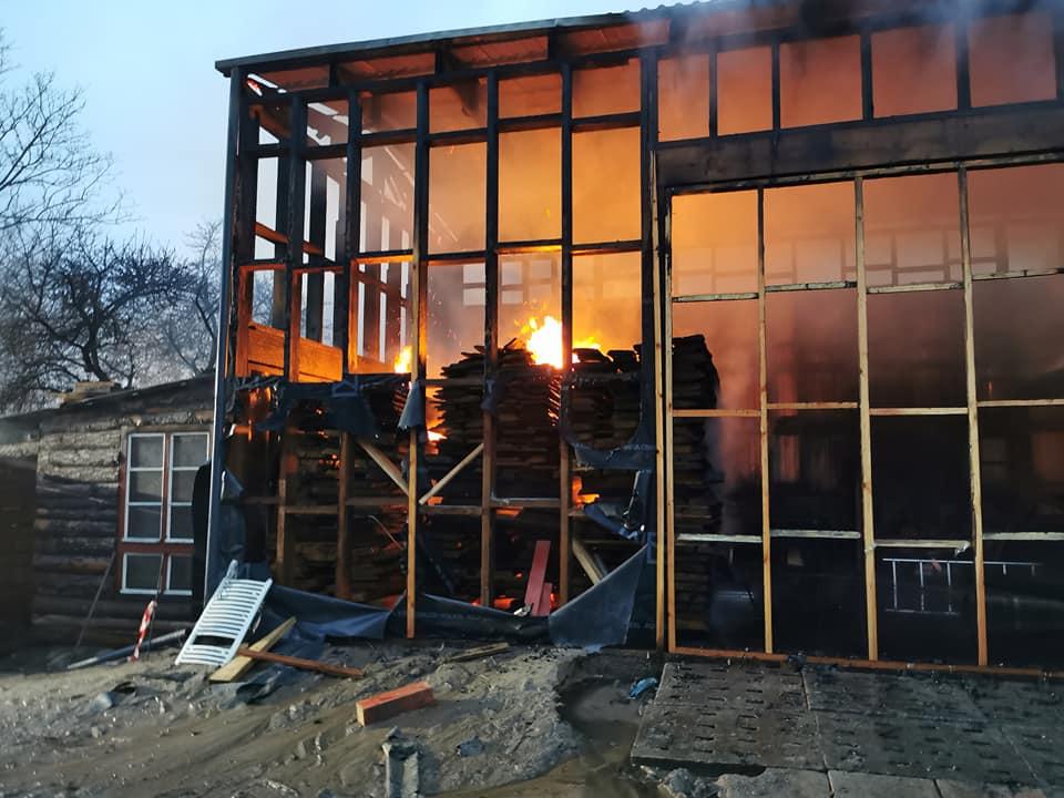 pozar5 1 - Spłonął tartak w Stramnicy (ZDJĘCIA)