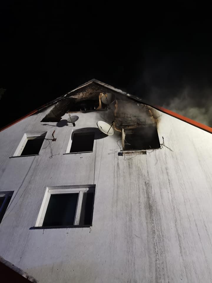 osp 1 - Pożar budynku wielorodzinnego w Podczelu