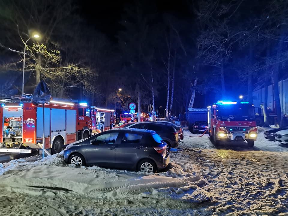osp4 - Pożar budynku wielorodzinnego w Podczelu