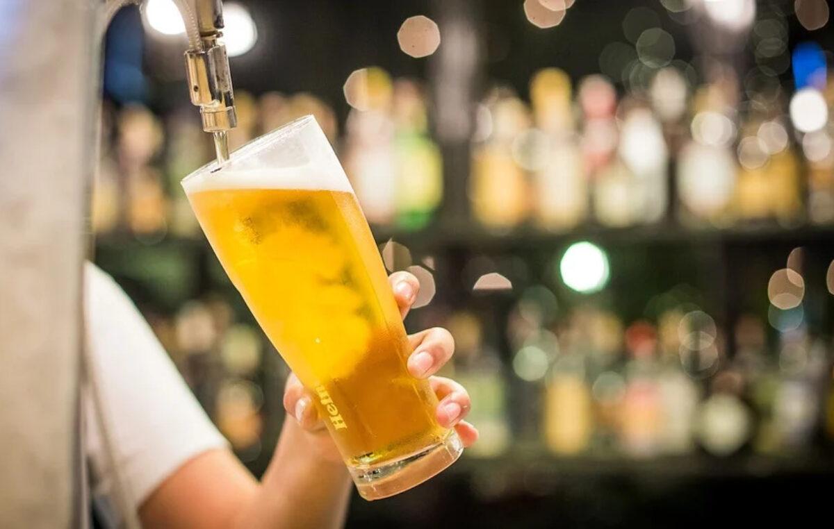 40 przedsiębiorców z branży gastronomicznej podpisało się pod petycją o zwolnienie ich z opłaty za sprzedaż alkoholu