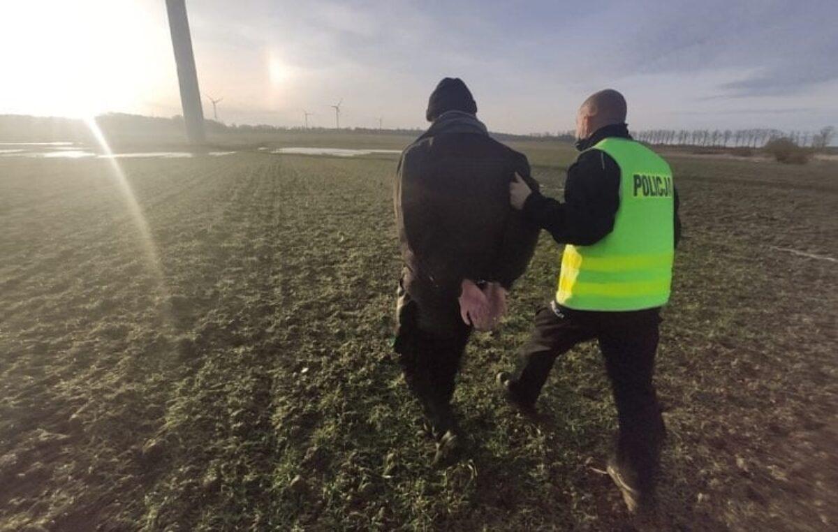 Pijany motorowerzysta uciekał przed policją przez pola. Był bez szans
