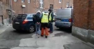 Policjanci doprowadzili dziś do prokuratury kobietę, która wczoraj staranowała samochodem stację paliw w Rymaniu. 37-latka usłyszała zarzuty