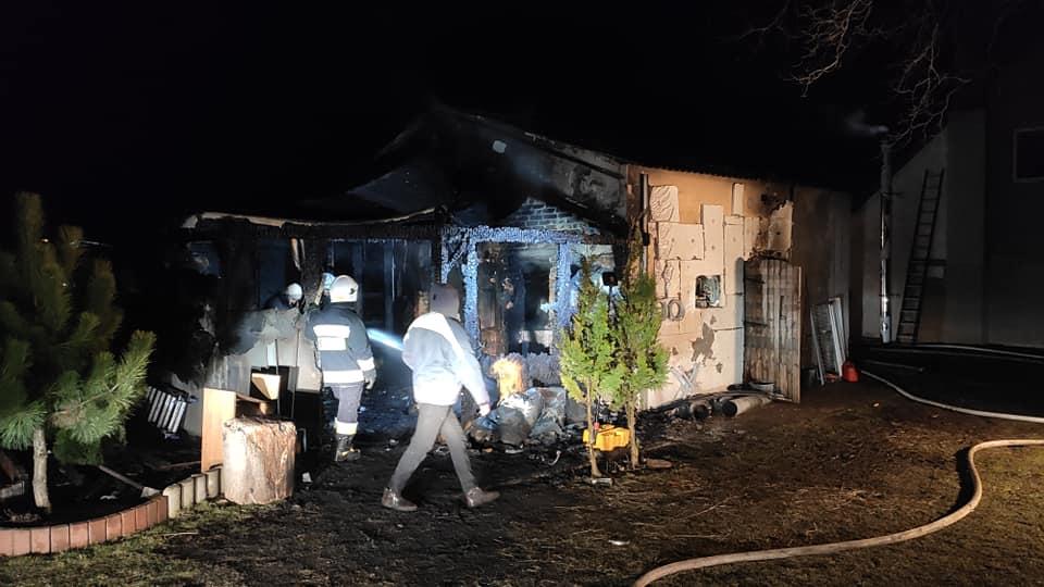 straz 1 - Pożar w Charzynie. Spłonęła stolarnia. Ogromne straty (ZDJĘCIA)