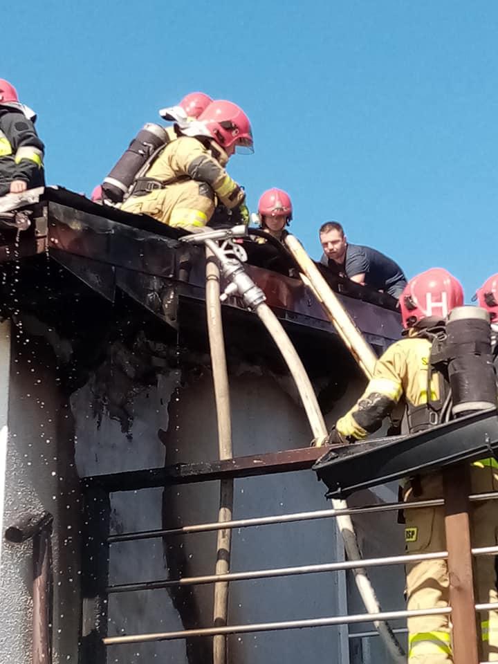 pozar2 - Pożar jednorodzinnego domu w Niemierzu (gm. Siemyśl)