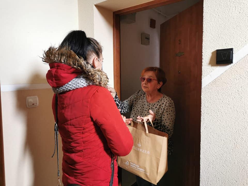 wm.3 - Wolontariusze rozwieźli 320 paczek w ramach Śniadania Wielkanocnego dla Samotnych