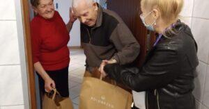 Wolontariusze rozwieźli 320 paczek w ramach Śniadania Wielkanocnego dla Samotnych