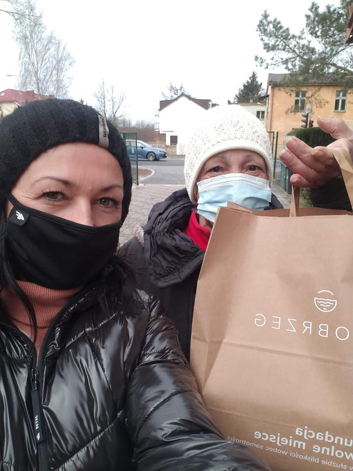 wm7 - Wolontariusze rozwieźli 320 paczek w ramach Śniadania Wielkanocnego dla Samotnych