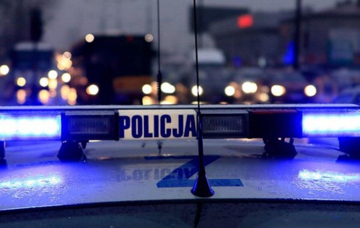 Dyżurny kołobrzeskiej policji odebrał nietypowe wezwanie: Halo, środkiem ulicy idzie nagi mężczyzna!