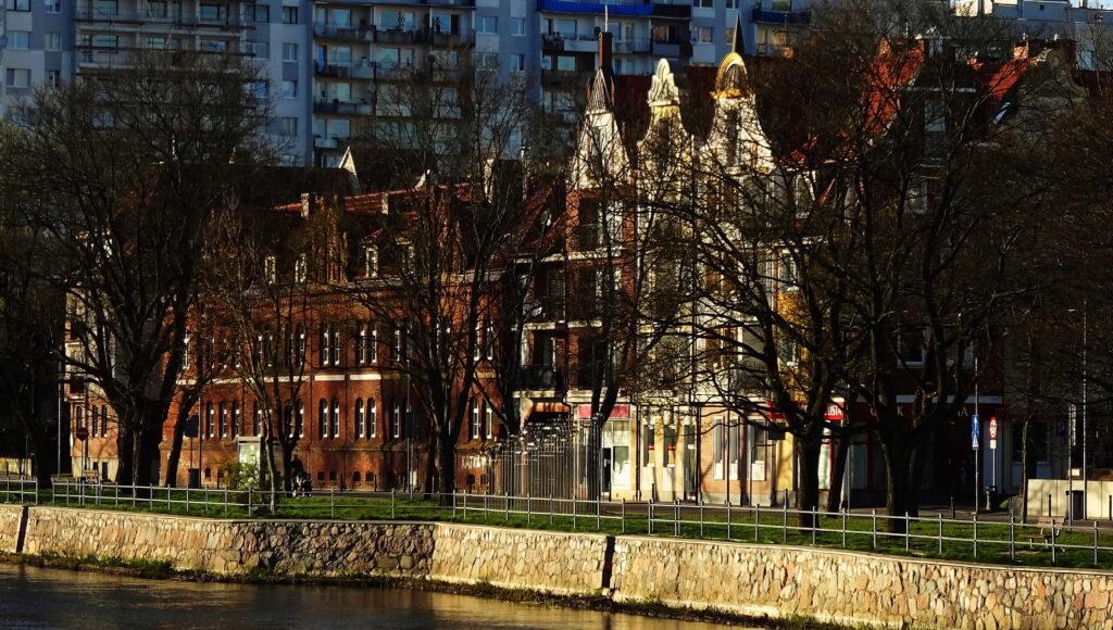 2f 1024x580 - Miasto ogłosiło przetarg na projekt przebudowy brzegów Parsęty