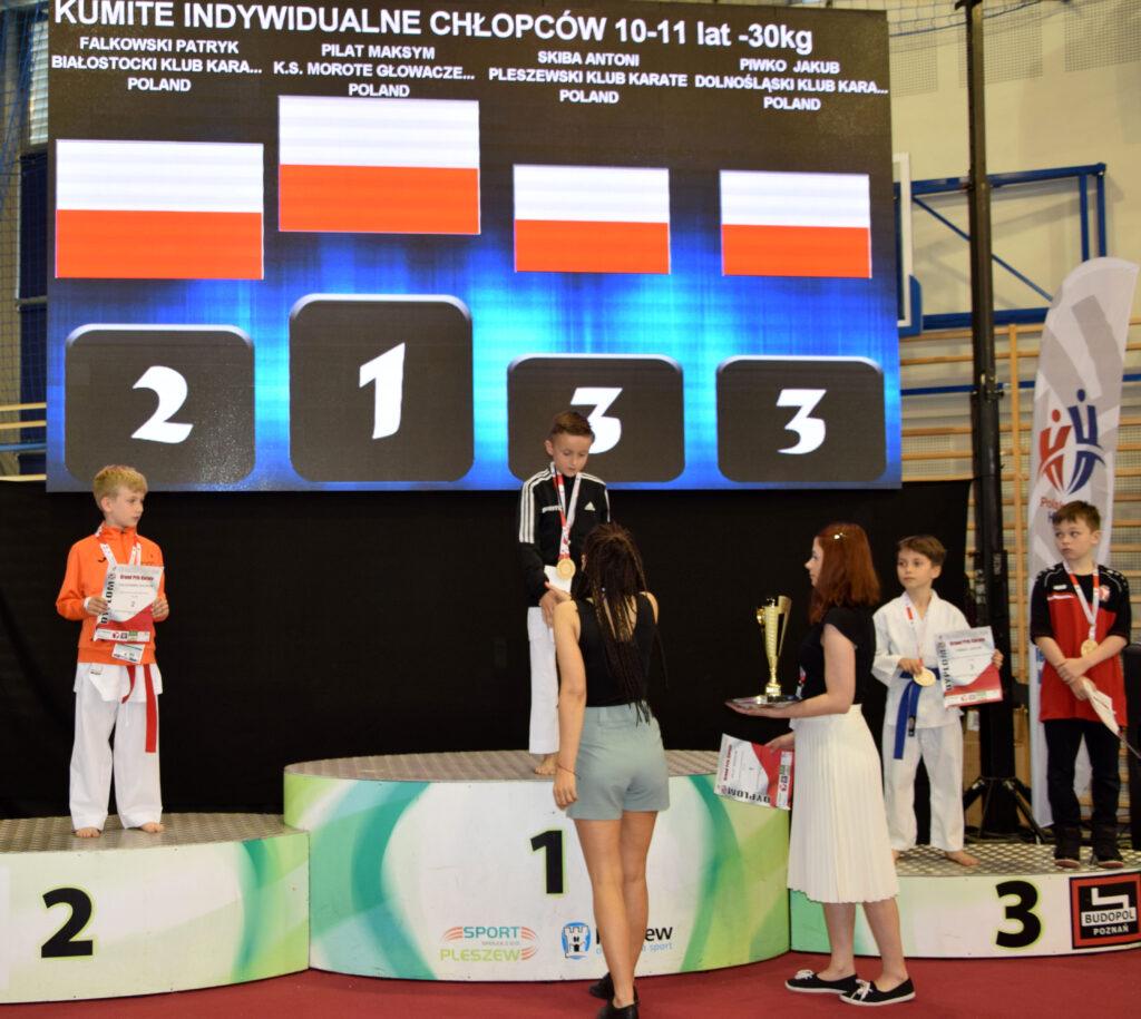 DSC 0333 1024x915 - Świetny występ młodych karateków z Morote Głowaczewo. Niespodziankę sprawili najmłodsi zawodnicy