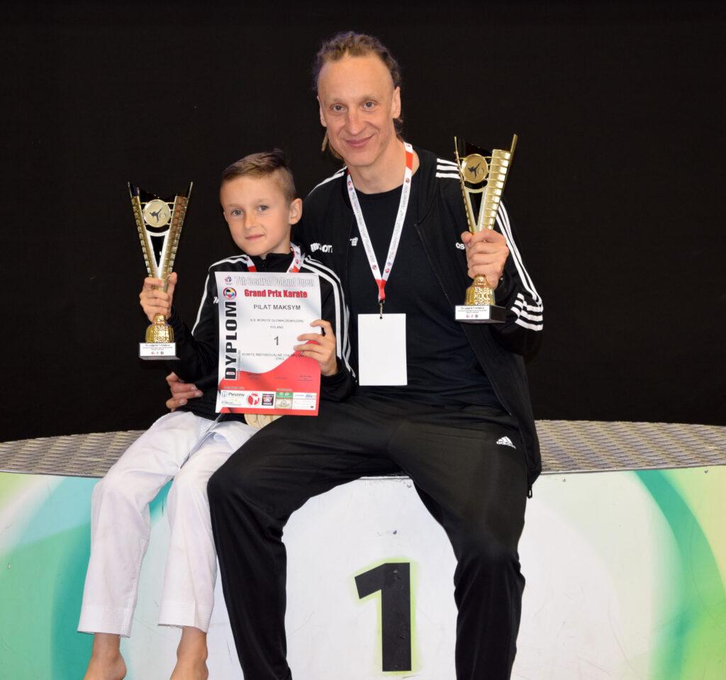 DSC 0363 1024x959 - Świetny występ młodych karateków z Morote Głowaczewo. Niespodziankę sprawili najmłodsi zawodnicy