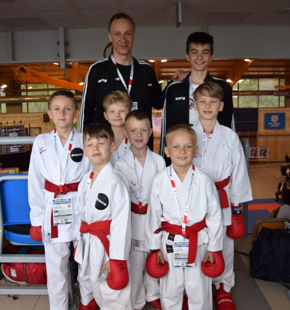 DSC 0866 958x1024 - Świetny występ młodych karateków z Morote Głowaczewo. Niespodziankę sprawili najmłodsi zawodnicy