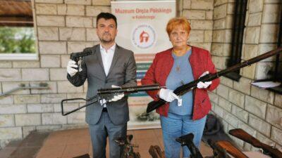 Policja przekazała duży zbiór broni palnej do muzeum w Kołobrzegu