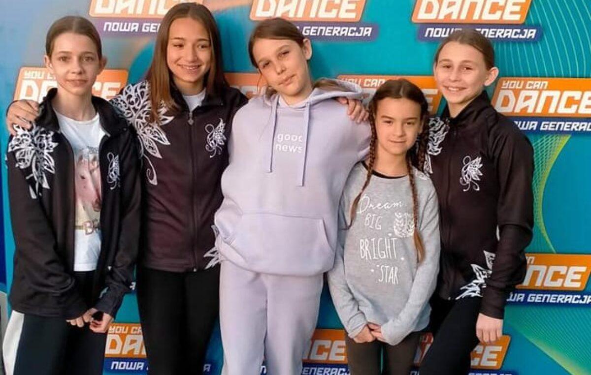 5 młodych tancerek z Swan Dance w castingu do telewizyjnego show You Can Dance