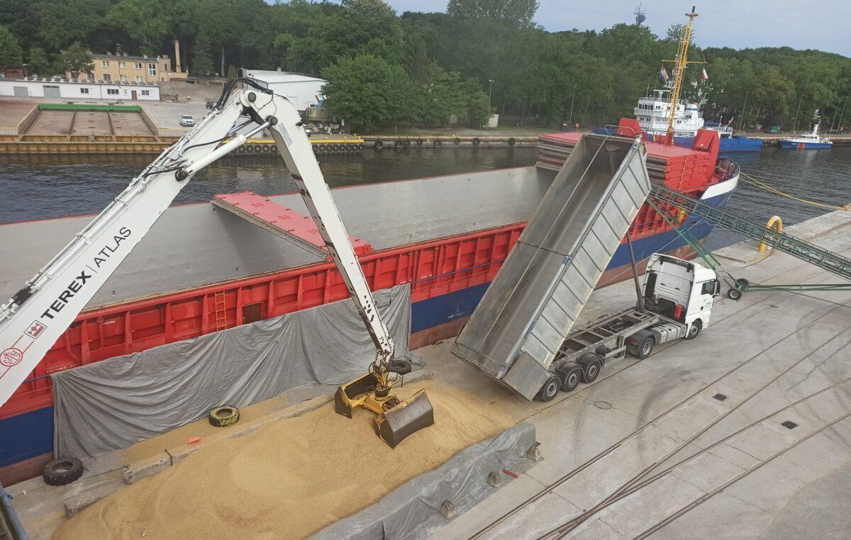 Do kołobrzeskiego portu wracają przeładunki zboża. Blisko 3 tys. ton owsa popłynie do Rotterdamu