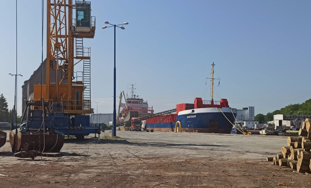 port kolobrzeg 1024x620 - Do kołobrzeskiego portu wracają przeładunki zboża. Blisko 3 tys. ton owsa popłynie do Rotterdamu