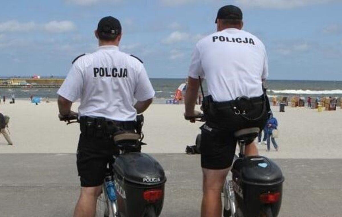 Policjanci na rowerach patrolują dzielnicę uzdrowiskową