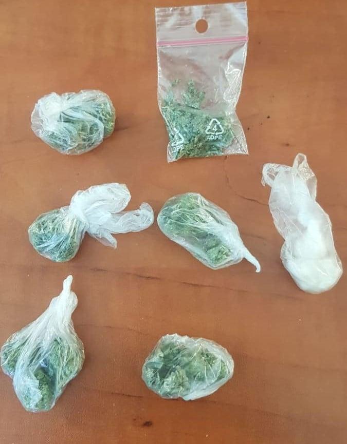 susz - Policja zatrzymała czterech mężczyzn. Mieli przy sobie narkotyki