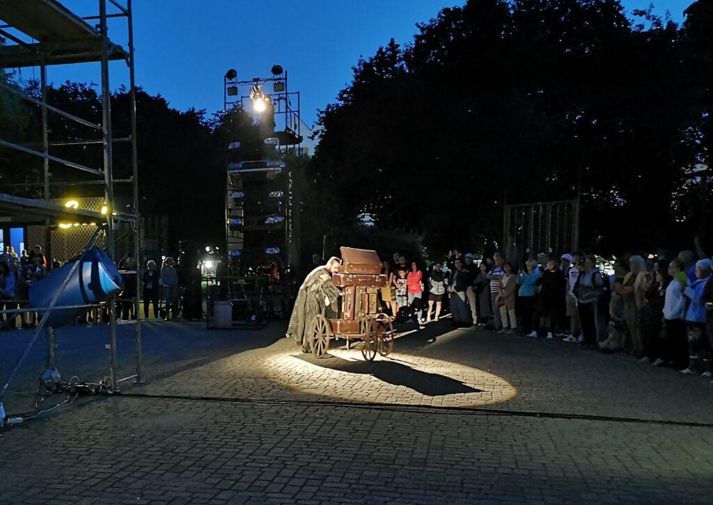 """t 1024x726 - Teatr Fuzja i spektakl """"Blackout"""", czyli widowiskowa inscenizacja tego, co może stać się z cywilizacją, gdy zabraknie energii elektrycznej (ZDJĘCIA, WIDEO)"""