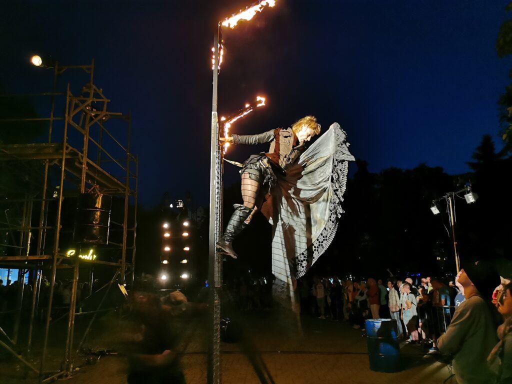 """t10 1024x768 - Teatr Fuzja i spektakl """"Blackout"""", czyli widowiskowa inscenizacja tego, co może stać się z cywilizacją, gdy zabraknie energii elektrycznej (ZDJĘCIA, WIDEO)"""