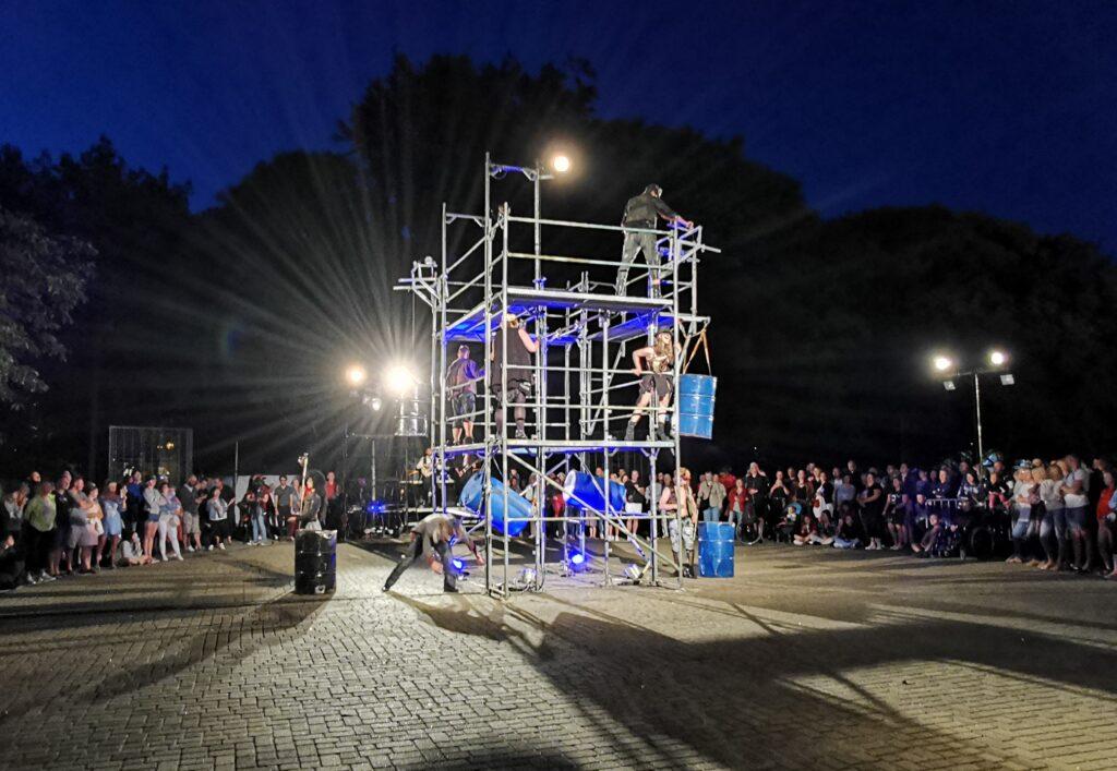 """t2 1024x707 - Teatr Fuzja i spektakl """"Blackout"""", czyli widowiskowa inscenizacja tego, co może stać się z cywilizacją, gdy zabraknie energii elektrycznej (ZDJĘCIA, WIDEO)"""