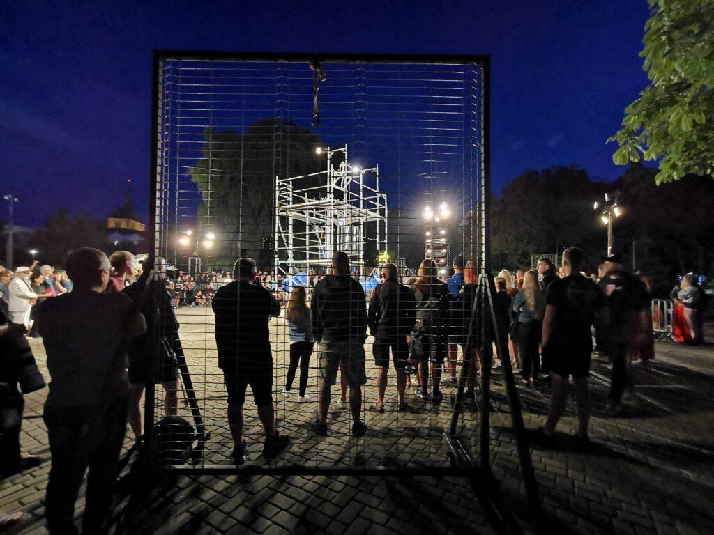 """t5 1024x768 - Teatr Fuzja i spektakl """"Blackout"""", czyli widowiskowa inscenizacja tego, co może stać się z cywilizacją, gdy zabraknie energii elektrycznej (ZDJĘCIA, WIDEO)"""