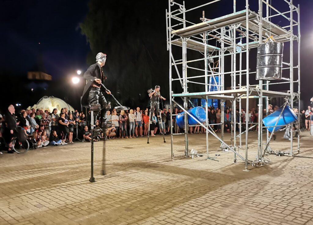 """t6 1024x735 - Teatr Fuzja i spektakl """"Blackout"""", czyli widowiskowa inscenizacja tego, co może stać się z cywilizacją, gdy zabraknie energii elektrycznej (ZDJĘCIA, WIDEO)"""