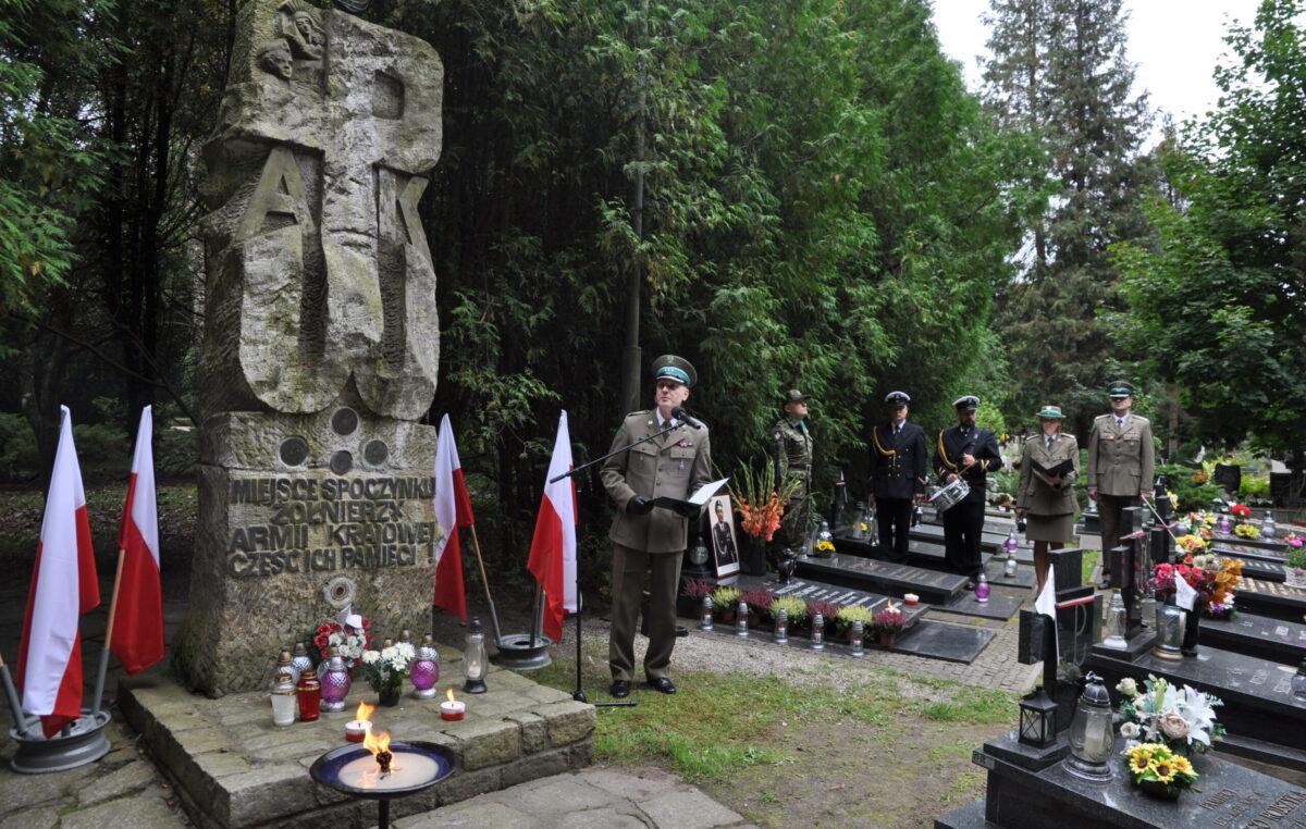 Uroczystości przy grobie śp. płk. Mieczysława Zygmunta (ZDJĘCIA)