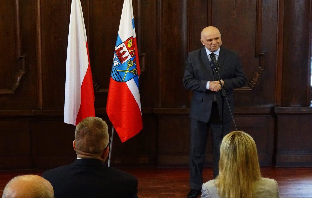 """Prof. Marian Rębkowski z tytułem """"Zasłużony dla Miasta Kołobrzeg"""" (ZDJĘCIA)"""