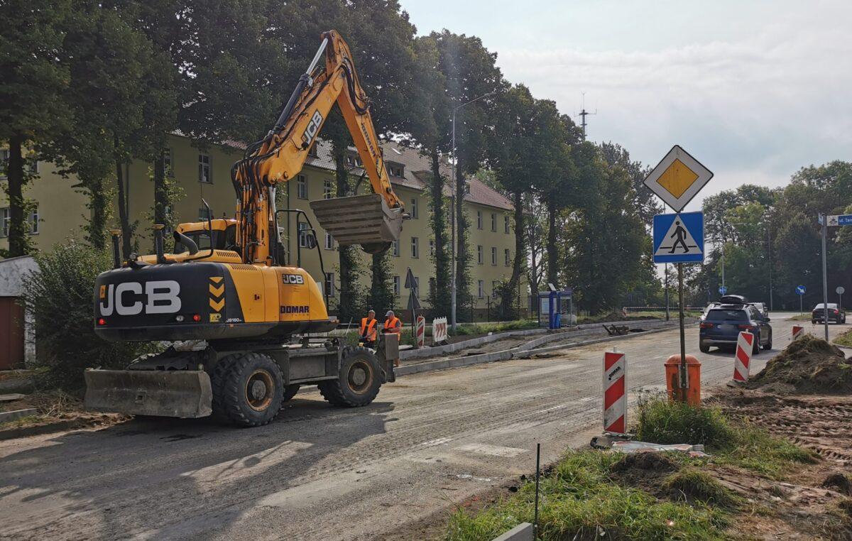 Nowa warstwa asfaltu na remontowanym odcinku ul. Wschodniej już położona. Kiedy koniec inwestycji?