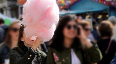 Strażnicy walczą z nielegalnym handlem watą cukrową w kołobrzeskiej dzielnicy uzdrowiskowej