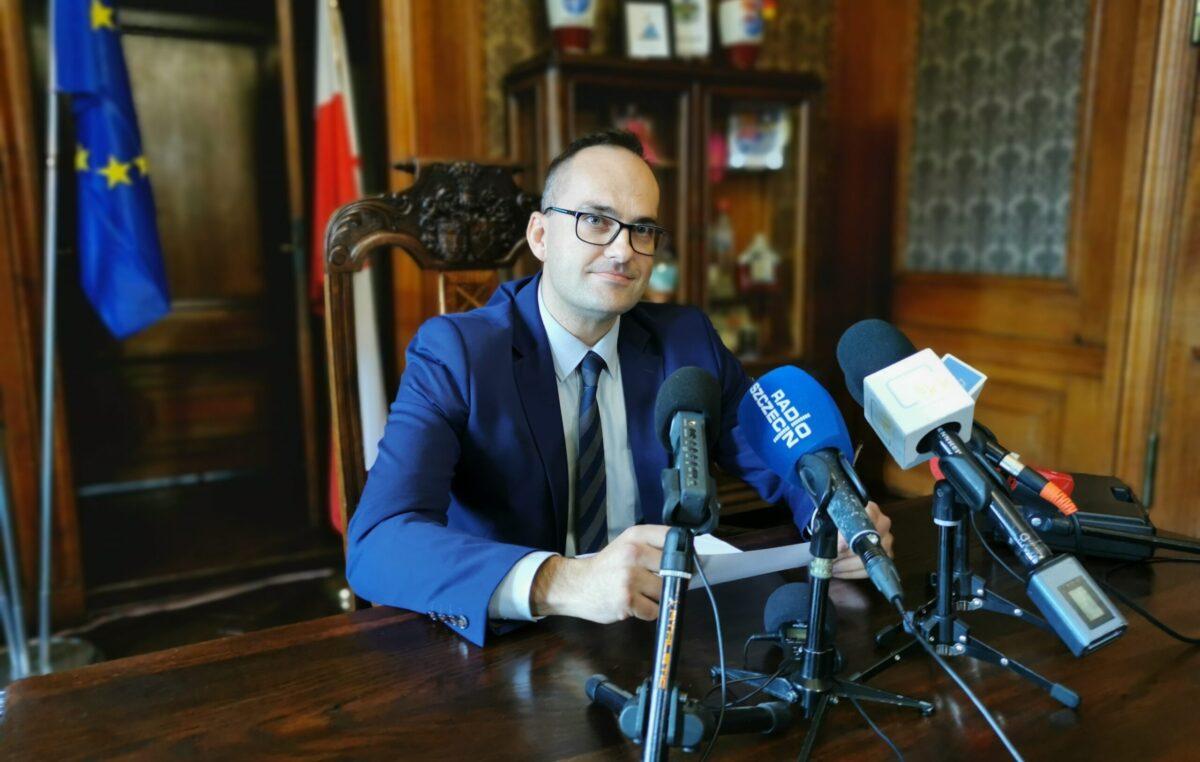 Piotr Lewandowski rezygnuje z funkcji przewodniczącego Rady Miasta. Co więcej, oddaje też mandat radnego