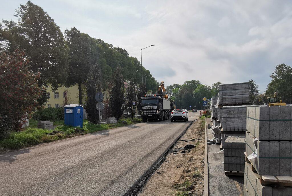 wschodnia kolobrzeg 1024x689 - Nowa warstwa asfaltu na remontowanym odcinku ul. Wschodniej już położona. Kiedy koniec inwestycji?