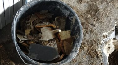 Prace przy remoncie zabytkowych piwnic ratusza wstrzymane. Co odkryto pod posadzką? (ZDJĘCIA)