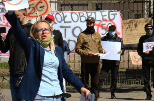 11 (1) (1) (1) (1) (1) - Grupa mieszkańców Kołobrzegu protestowała dziś przeciwko technologii 5G (zdjęcia, wideo)
